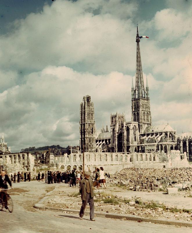Rouen, août 1944, après la libération de la ville de l'occupation allemande.