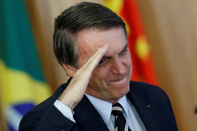 Jair Bolsonaro saluant des ambassadeurs lui présentant leurs accréditations. © Reuters