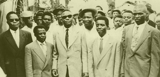 Ruben Um Nyobè, au centre, avec des lunettes noires. © DR