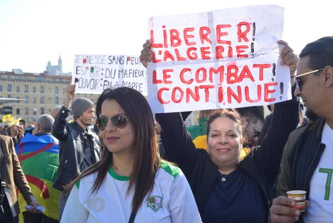 Rassemblement contre le système Bouteflika, à Marseille, le 17 mars 2019. © LF