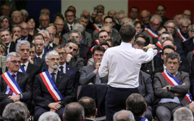 Christian Guédon, dans l'axe d'Emmanuel Macron, lors du Grand débat à Souillac (Lot), le 18 janvier dernier. © Ludovic Marin/Reuters