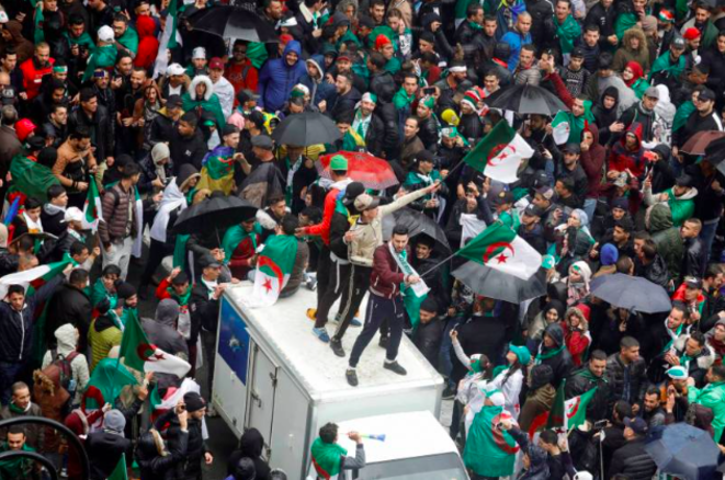 Alger, 22 mars, sous la pluie. © Zohra Bensemra/Reuters