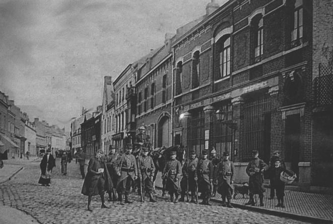 Lens, en el corazón de la cuenca minera, 1906. El Ejército fue desplegado contra los mineros. © DR