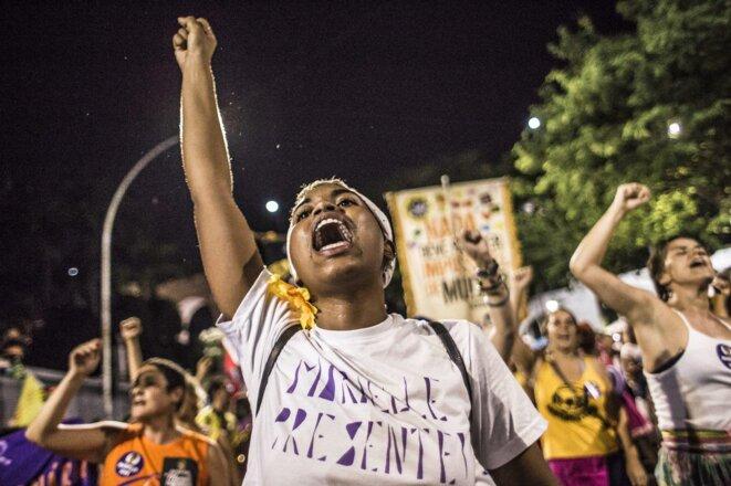 Jeune femme, lors de la manifestation pour Marielle France © Midia Ninja