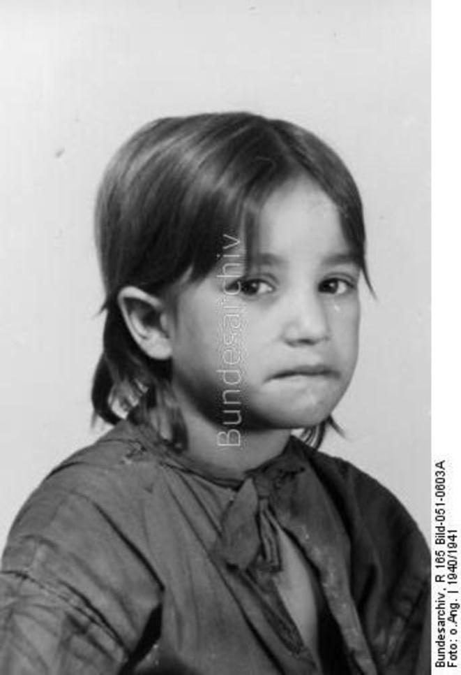 Maria Bihari dite Miezi enfant tsigane née en 1935 photo identification © Bundesarchiv