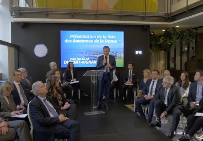 Présentation de la liste aux européennes par Nicolas Dupont-Aignan. © Capture d'écran du compte Twitter de DLF