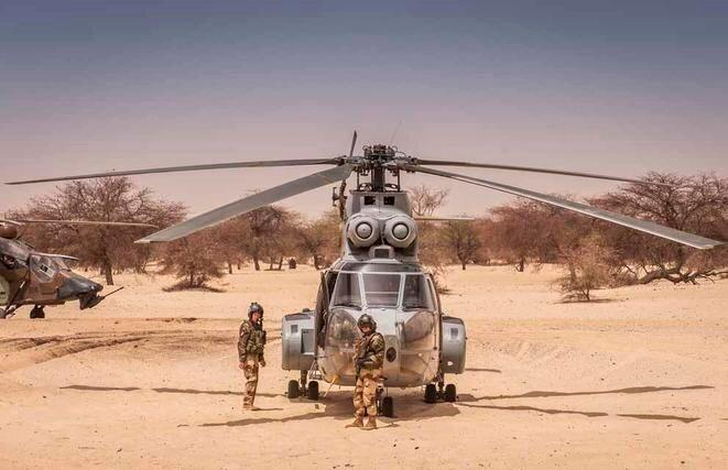 Un hélicoptère Airbus Super Puma de l'armée française à Gao, dans le nord du Mali. © © EMA/Marine nationale - ministère de la Défense