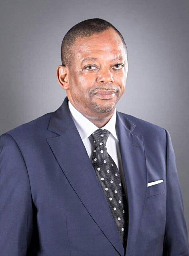 Edgard Anicet Mboumbou Miyakou pourrait voir ressortir ses casseroles de Gabon Télécom