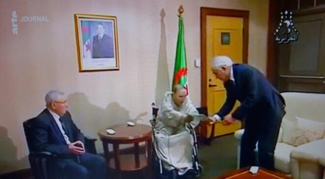 Démission du Président Algérien capturée sur le journal d'ARTE
