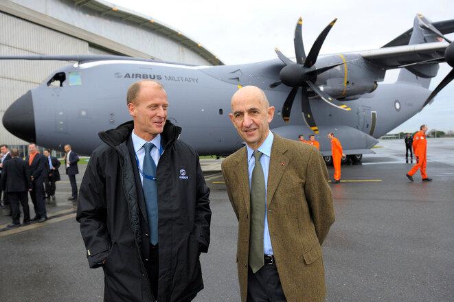 Thomas Enders (izquierda) y Louis Gallois copresidieron el grupo Airbus entre 2005 y 2007. Welsh se convirtió en el único CEO en 2007, y Enders le sucedió en 2012. Dejará el grupo el 10 de abril. © Reuters