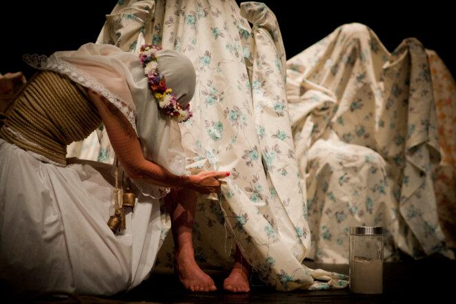 """""""Una costilla sobre la mesa : Madre"""", texte, scénographie, costume et mise en scène d'Angelica Liddell, spectacle créé le 27 mars 2019 au Théâtre Vidy-Lausanne © Bruno Simao"""