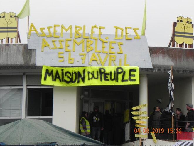 La Maison du Peuple accueillant la Grande assemblée des Gilets jaunes © Pierre-Gilles Bellin
