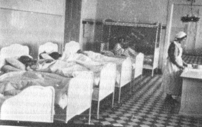 "Dortoir des enfants au Spiegelgrund (1940) © Edith Sheffer : ""Les enfants d'Asperger"""