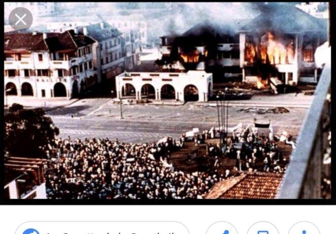 L'hôtel de ville d'Antananarivo, incendié, pendant les mouvements de revendications des étudiants de l'université d'Antananarivo. C'était une opération savamment organisée, il fallait qu'un symbole soit incendié et détruit, pour affaiblir le pouvoir. Conséquences, le Président Philibert Tsiranana était contraint de passer la main au Général Gabriel Ramanantsoa, qui plus tard était contraint de démissionner. Pourquoi ? Suite à des menaces d'assassinat et de guerre tribale. Qui étaient derrière tout cela ?