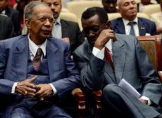 Deux ex-présidents, Professeur Albert Zafy et Didier Ratsiraka, accusés à tort d'être les commanditaires de l'incendie du palais royal d'Antananarivo. Qui leur a été chacun de maniere latente, fatale, vu que chacun ils ont vu le pouvoir leur échapper par contrainte.