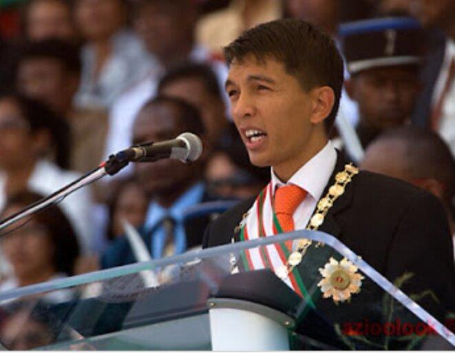 Andry Rajoelina, Chef de l'Etat et élu Président de la République au mois de Janvier 2019, son entourage et lui même tentent de rassembler le maximum de partisans autour de lui. Son accès au pouvoir en 2009 avait été entaché de sang.