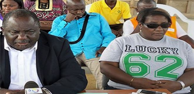 Mme BITOUNG ANGOM Michele Nathalie (Tee-sshirt : Lucky 62), Gérant 2 de la SCI SERPENTIN assise à côté de Jean Remy YAMA