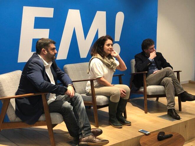 Jérémy Decerle, Irène Tolleret et Pascal Durand, candidats pour la liste Renaissance, lors d'une réunion publique à Bruxelles le 8 avril. © MJ