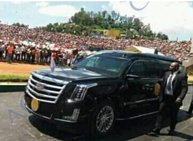 Cette voiture blindée fait l'objet de scandal et d'intrigues, sauf les douaniers impliqués dans l'opération et la société cerveau de l'operation savent comment elle était introduite à Madagascar cette voiture. La présence de cette voiture blindée avec les blindés armés à l'investiture prouvent que A.Rajoelina avait de la certitude sur sa victoire, l'efficacité reprouvée de son réseau  mafieux, rodé depuis la transition avait encore une nouvelle fois leur détermination.