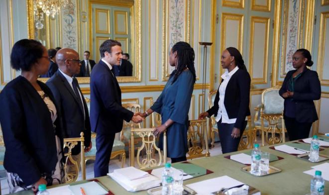 Emmanuel Macron a reçu les représentants de l'association Ibuka France à l'Elysée, ce vendredi 5 avril. © Reuters