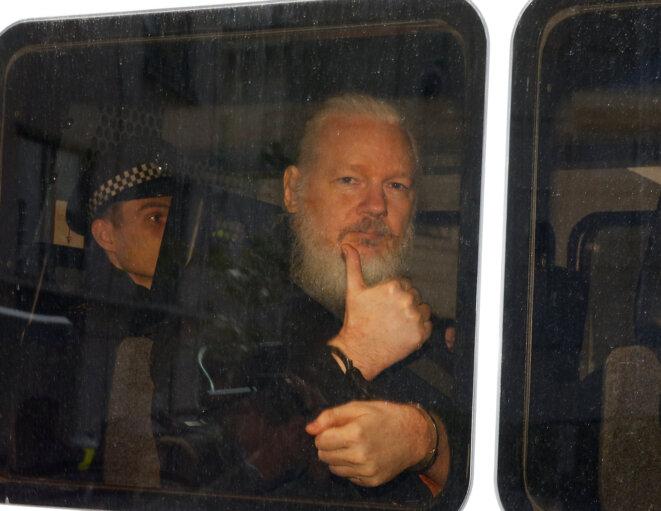 Julian Assange après son interpellation, à Londres, le 11 avril 2019. © Reuters