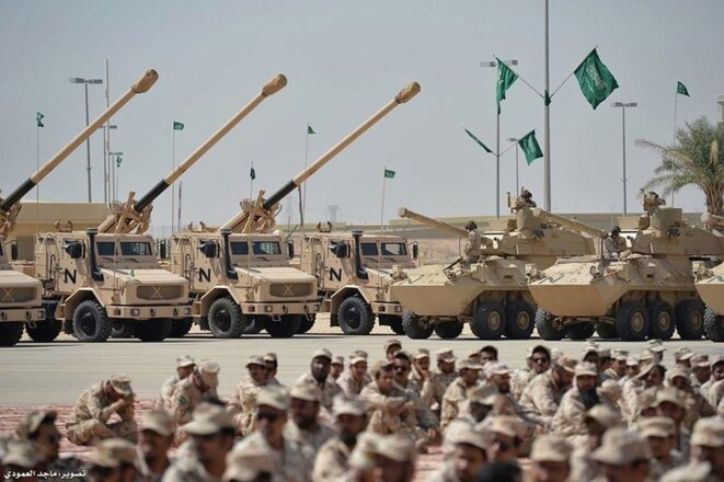 A Saudi army display of French-made CAESAR howitzers (left of picture), one of the most lethal artillery weapons in existence. © DR