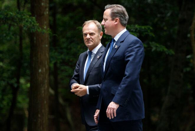Le Premier Ministre du Royaume-Uni, David Cameron (au premier plan sur la photo) avait réussi à arracher trois concessions majeures au Conseil Européen, que préside Donald Tusk (en arrière plan). Ils discutent ici en aparté dans le grand sanctuaire Ise - Ise-jingū  (Japon) lors du G7 2016. © Photographe:  Ken Shimizu  Source: EC - Service audiovisuel