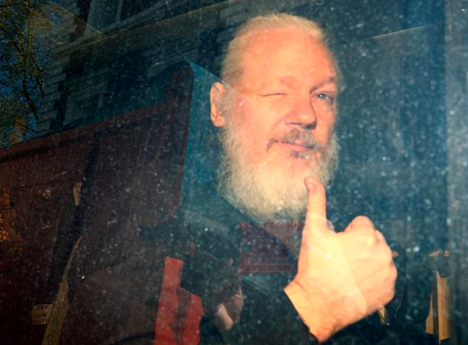 Julian Assange à Londres, le jour de son arrestation. © Reuters