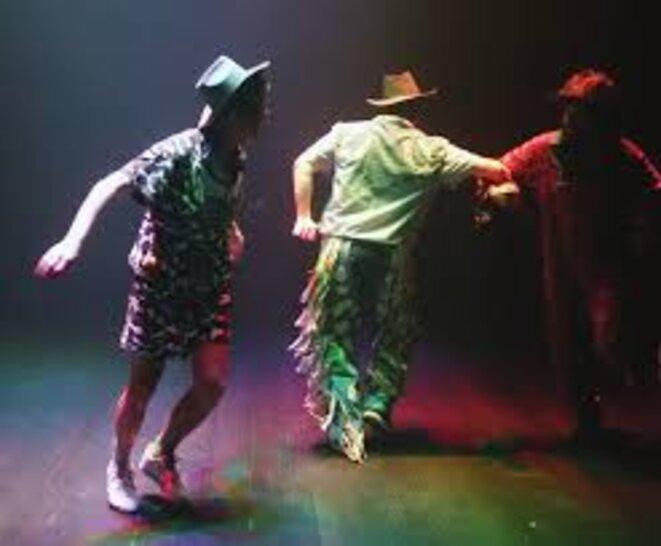 """The wild west show !"", Johannes Dullin, Ariel Garcia, Gregory Stauffer; dramaturgie : Marius Schaffer; Production: La cabaret de curiosité © DR"