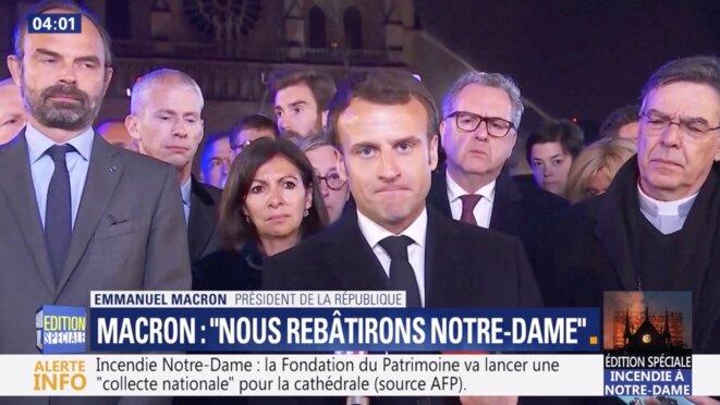 Emmanuel Macron devant Notre-Dame de Paris, dans la nuit du 15 au 16 avril