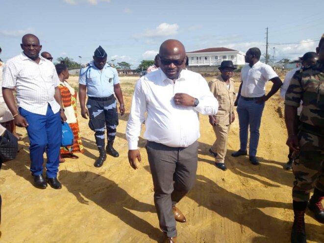 Sur le terrain, Le Ministre Délégué et Député, M.. Arsène Édouard NKOGHE-  Ozougué, 5e arrondissement de Libreville-Travaux