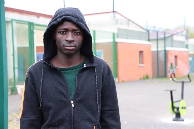 Demba, qui se déclare mineur, se bat pour sortir du centre de rétention