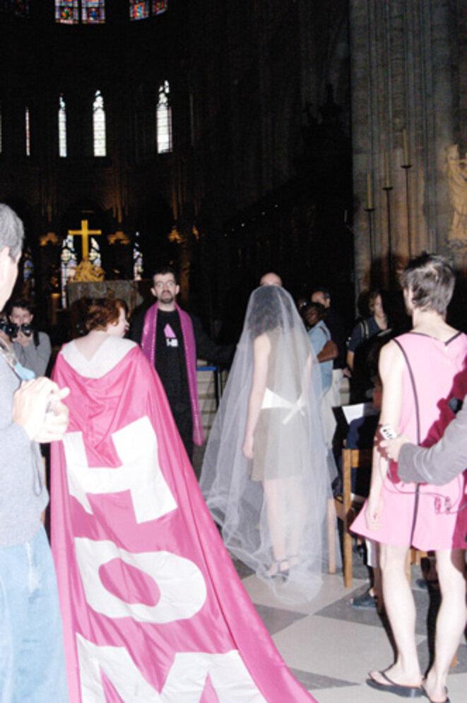 Mariage lesbien organisé par Act-Up en 2005 à Notre-Dame