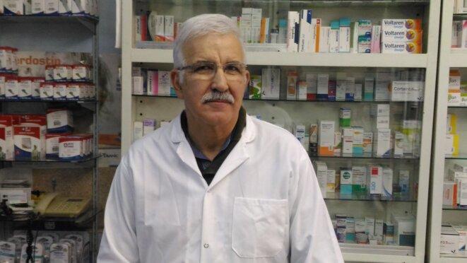 Mardiros Zovikian, dans sa pharmacie. © NC