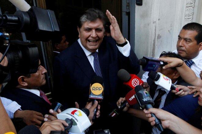 Alan García, l'ancien président, à la sortie d'une convocation des juges en mars 2018. © Reuters