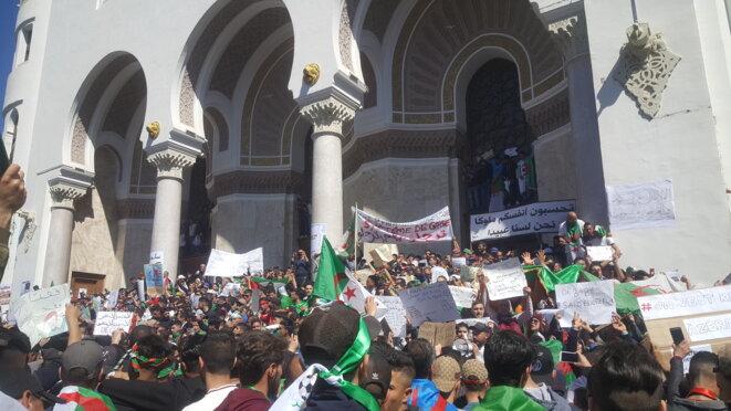 Manifestation à Alger le vendredi 15 mars. © Hamza Hamouchene