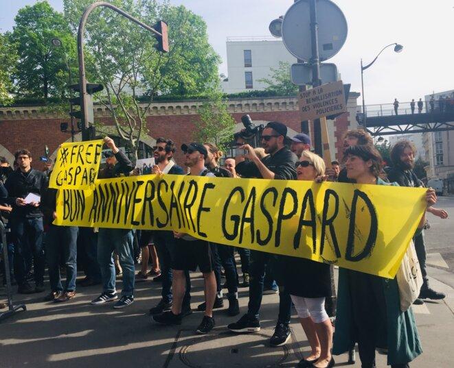 Rassemblement de soutien à Gaspard Glanz, commissariat du XIIe arrondissement de Paris, lundi 22 avril.