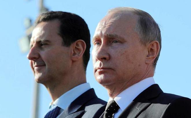 Bachar al-Assad y Vladimir Poutine, en la región de Latakia en Siria, el 11 de diciembre de 2017. © Reuters