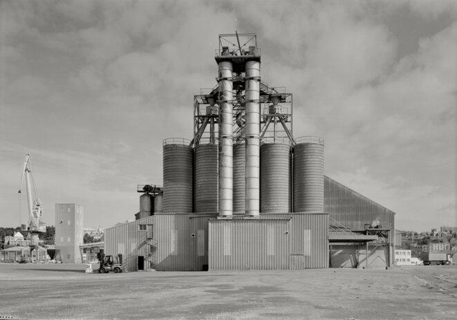 Silos sur le port de Brest, 1992 © Gilles Walusinski