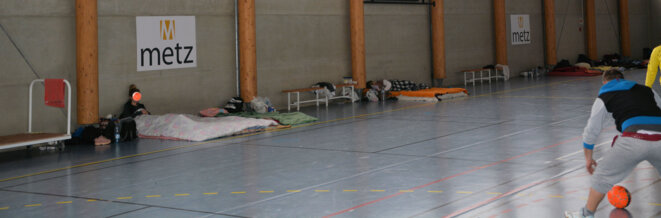 Soixante-quatre demandeurs d'asile dans un gymnase