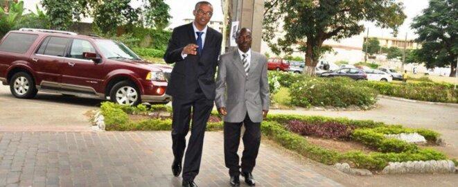 Alexis Dieth de retour à Abidjan, guidé par le Professeur Franklin Nyamsi en août 2012 © Lawrence Atilade