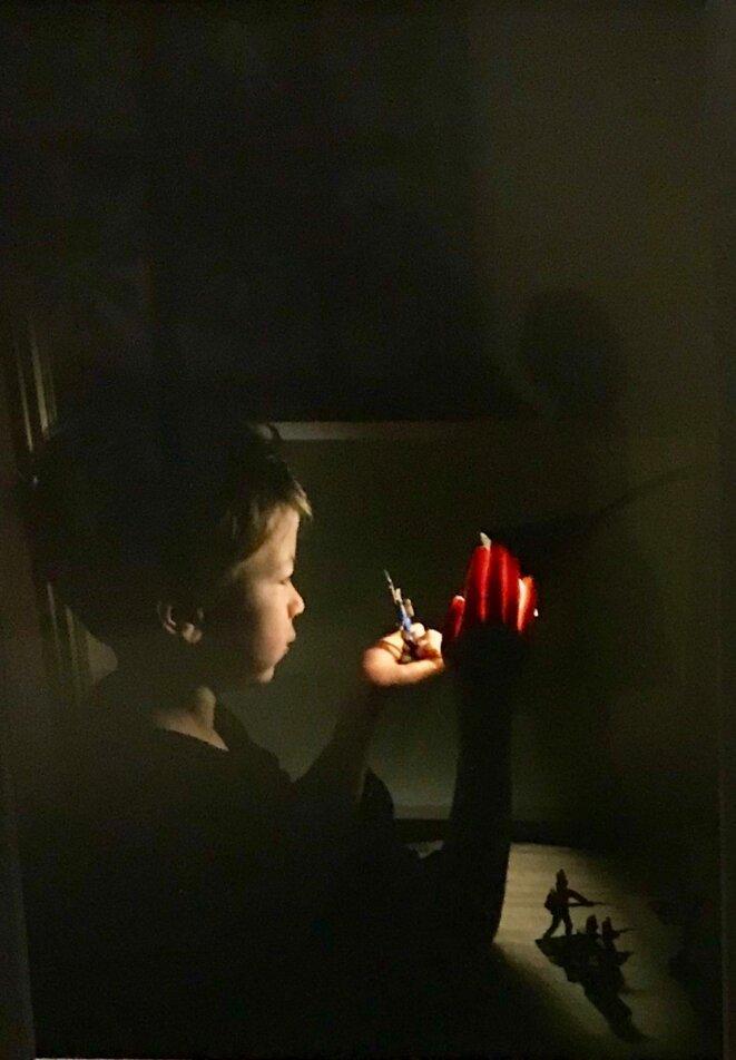 Mircea Cantor, Elias (hommage à Georges de la Tour), 2019, Impression jet d'encre sur papier Hahnemühle © Mircea Cantor / Courtesy de l'artiste, Photo: Guillaume Lasserre