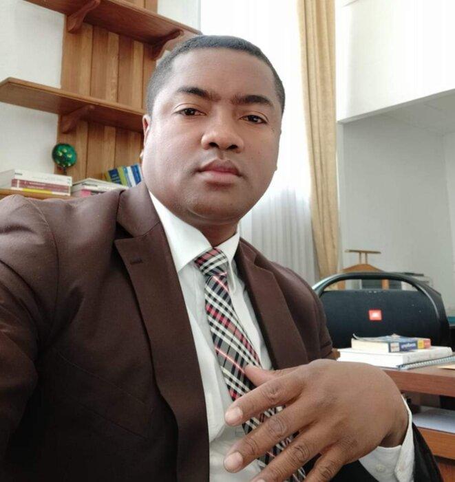I. Kearon, semble être l'un des acteurs principaux des manipulations des voix électorales et du scrutin présidentiel dans le grand sud de Madagascar avec la participation du député Siteny, de l'ex-premier ministre Camille vital et du ministre de la jeunesse et sport actuel : Tinoka Roberto