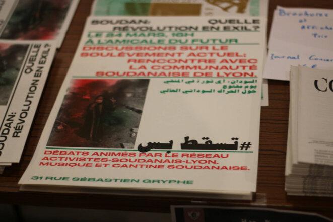 """Brochure réalisée dans le cadre des rencontres et discussions : """"Quelle révolution en exil?"""" / RAS-Lyon."""