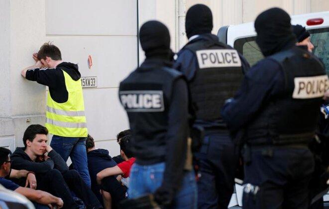 Une manifestation de gilets jaunes à Bordeaux, le 30 mars. © Mediapart
