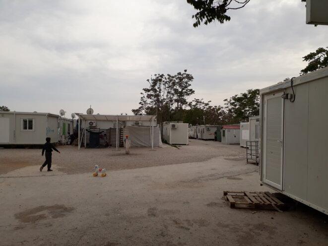 Au camp de réfugiés d'Elaionas, dans la banlieue ouest d'Athènes. © Amélie Poinssot