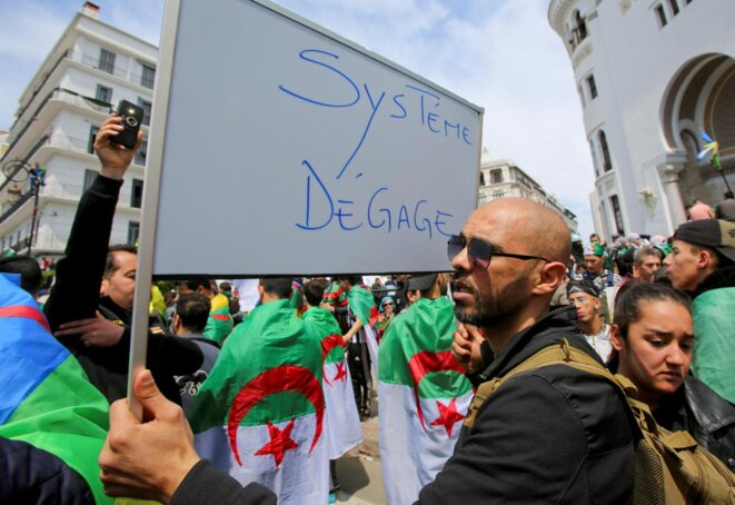 Manifestation à Alger, le 12 avril. © Reuters