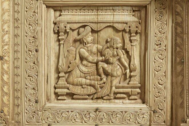 Porte indienne en ivoire, détail