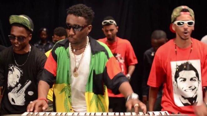 """Le musicien """"Nijeiri"""", en concert à Omdurman. / Capture d'écran Youtube."""