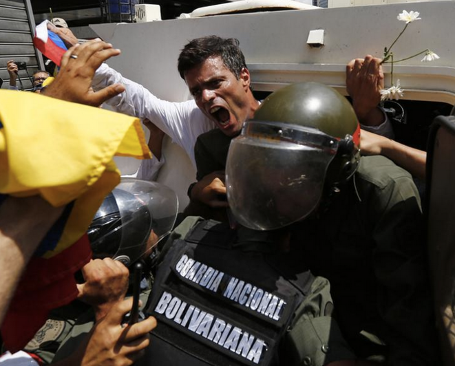 L'arrestation de Leopoldo López à Caracas, le 18 février 2014. © REUTERS/Jorge Silva